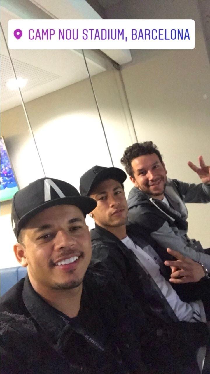 Neymar no Camp Nou assistindo ao Barcelona contra a Real Sociedad