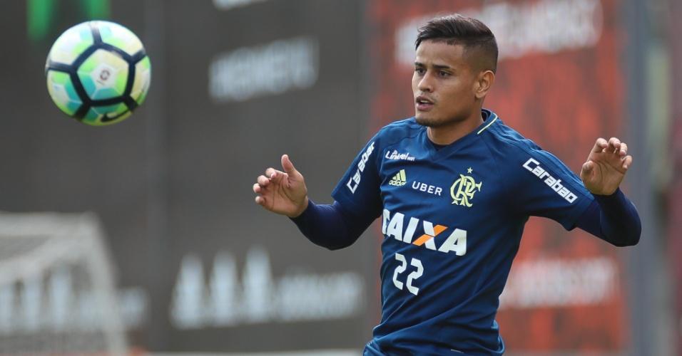 Everton volta a treinar no Flamengo
