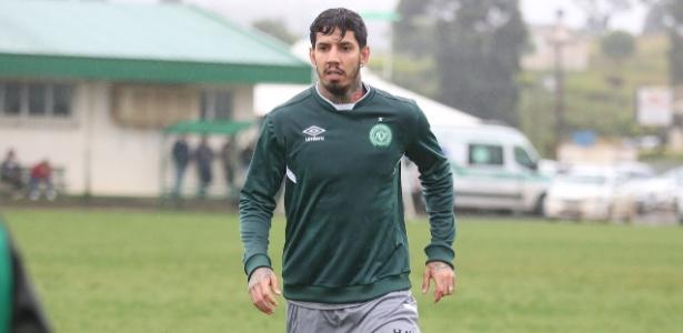 O zagueiro Victor Ramos durante treino da Chapecoense