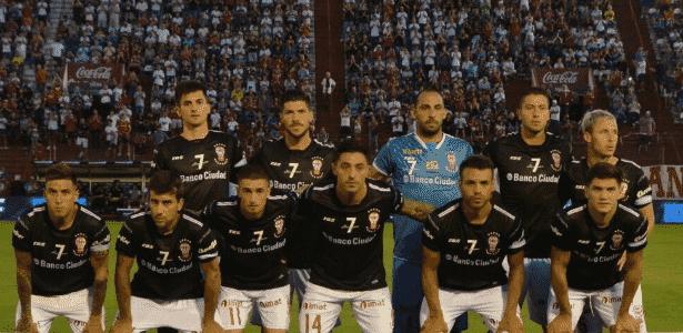 Damonte (à dir.) costuma aparecer olhando para o horizonte nas fotos oficiais - Divulgação/Huracán