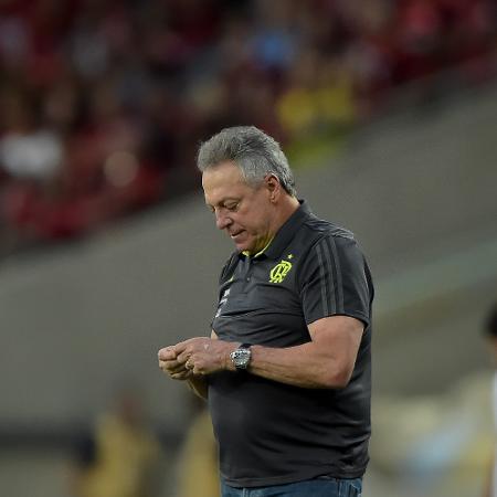 Abel Braga, técnico do Flamengo, durante partida contra o Athletico no Maracanã - Thiago Ribeiro/AGIF