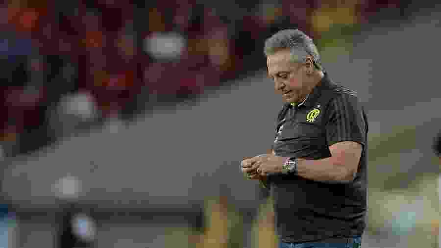 Abel Braga, técnico do Flamengo, durante partida contra o Athletico-PR no Maracanã - Thiago Ribeiro/AGIF