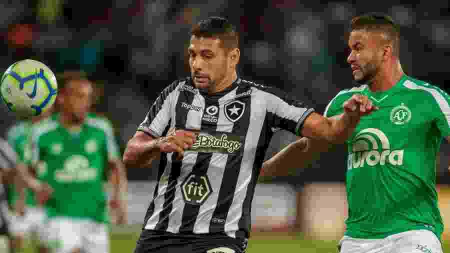 Botafogo e Chapecoense empataram sem gols no primeiro turno em jogo no Nilton Santos - IDE GOMES/FRAMEPHOTO/ESTADÃO CONTEÚDO
