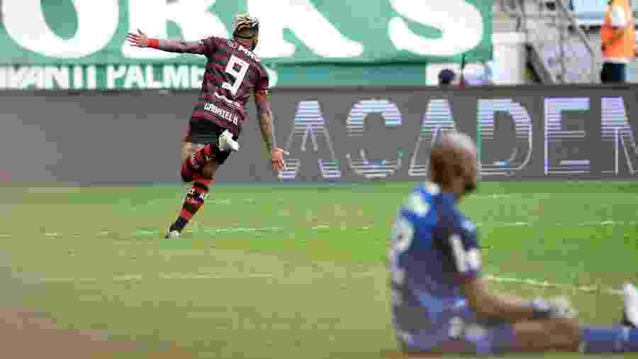 Gabigol celebra gol marcado pelo Flamengo contra Palmeiras - Bruno Ulivieri/AGIF