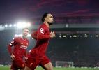 Liverpool desperdiça gols, mas domina o Manchester United e vence clássico