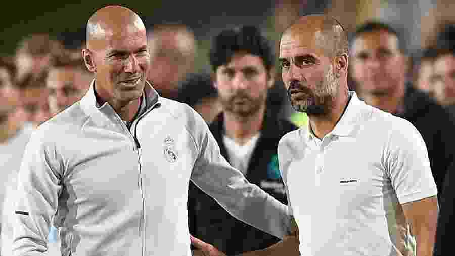 Zidane e Guardiola se cumprimentam antes de jogo amistoso entre Manchester City e Real Madrid, em 2017 - Kevork Djansezian/Getty Images