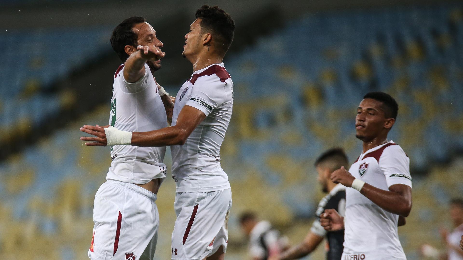 Evanilson e Nenê comemoram o primeiro gol do Fluminense