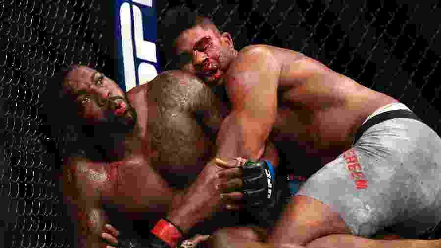 Overeem consegue reviravolta e nocauteia Walt Harris no UFC Jacksonville - Getty Images