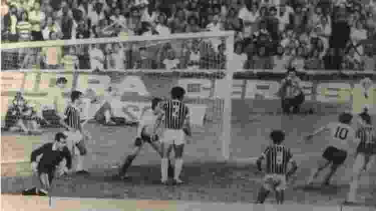 Fluminense e Corinthians no duelo pela semifinal do Brasileiro de 1976 - Folhapress