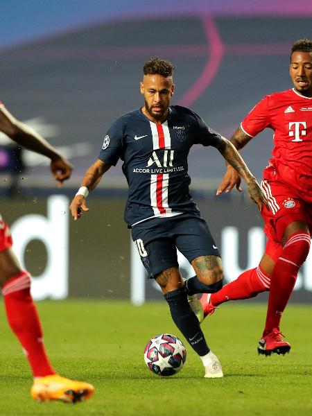 Jogadores do Bayern pressionam Neymar na final da última Liga dos Campeões - Pool/Getty Images