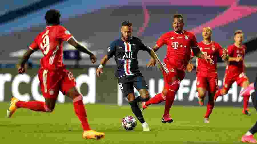Jogadores do Bayern pressionam Neymar na final da Champions - Pool/Getty Images