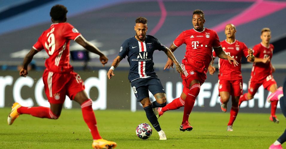 Jogadores do Bayern pressionam Neymar na final da Champions