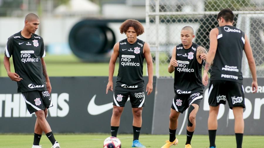 Da esquerda para a direta, Antony, Biro, Adson e Araos durante treino do Corinthians  - Rodrigo Coca/ Ag. Corinthians