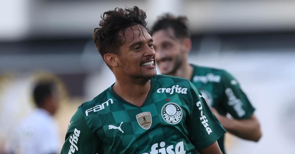 Gustavo Scarpa comemora o gol do Palmeiras contra a Ponte Preta