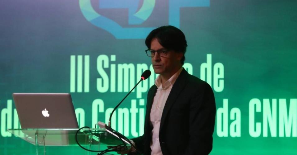 Charles Costa é fisioterapeuta do Cruzeiro e servirá o Brasil na disputa do torneio da Conmebol