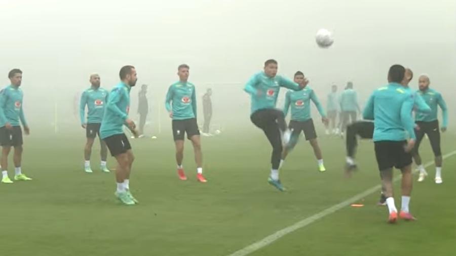 Treino da seleção brasileira sob neblina na Granja Comary na véspera da partida contra a Colômbia - Reprodução/CBF TV