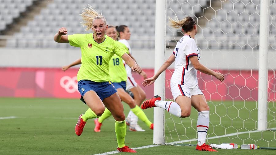 Stina Blackstenius, da Suécia, marca contra os EUA, no futebol feminino - Dan Mullan/Getty Images