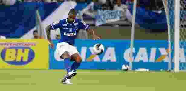 Zagueiro Dedé já negocia renovação com o Cruzeiro  - Washington Alves/Light Press/Cruzeiro