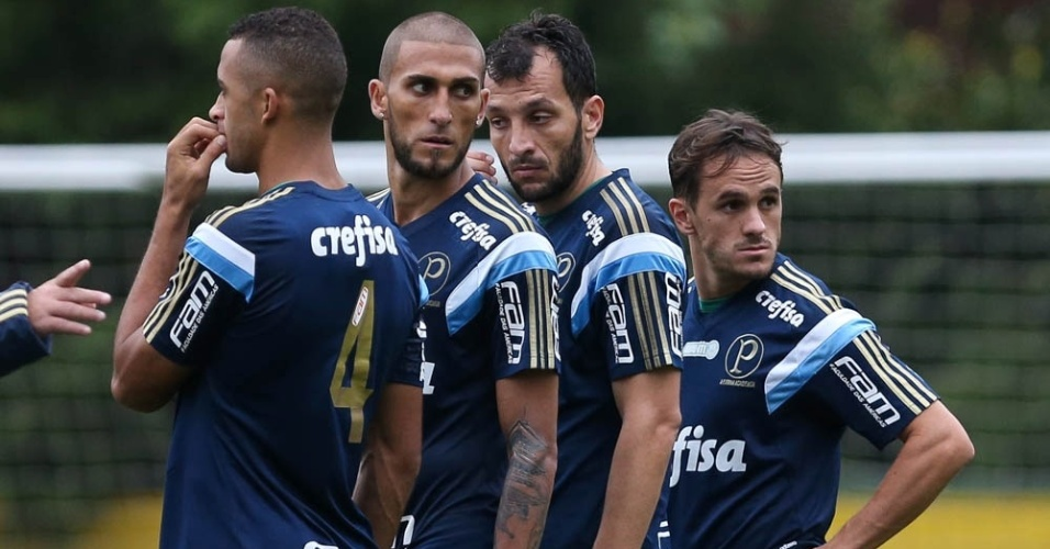 Vitor Hugo, Rafael Marques, Edu Dracena e Lucas em ação no treino do Palmeiras na Academia de Futebol
