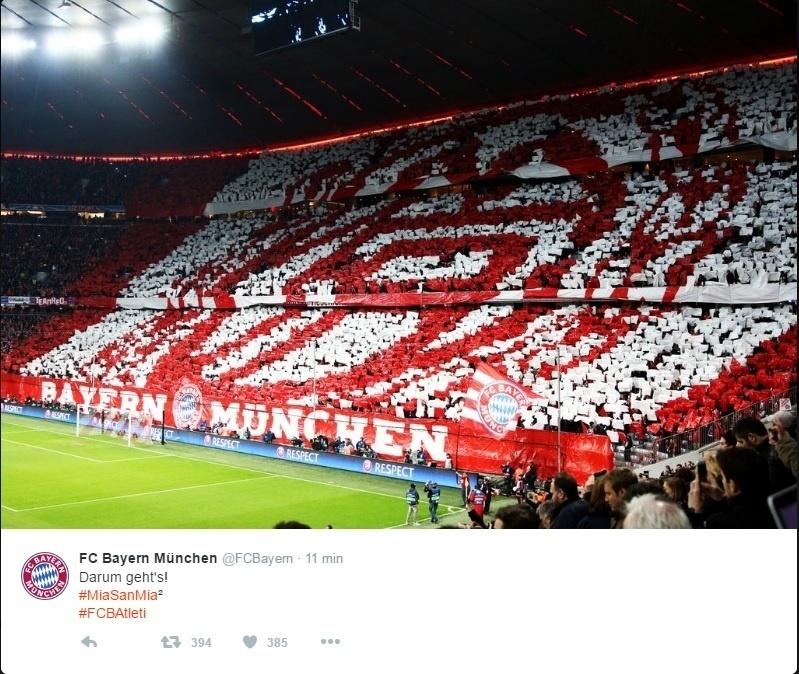 Torcida do Bayern de Munique no estádio Allianz Arena, pela Liga dos Campeões