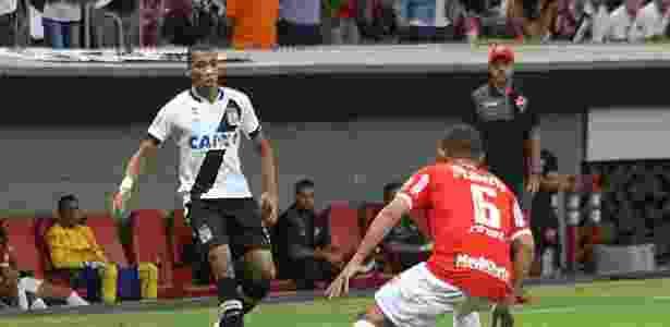Lateral direito Madson sentiu a lesão novamente e deixou o campo ainda no início - Carlos Gregório Júnior / Site oficial do Vasco - Carlos Gregório Júnior / Site oficial do Vasco