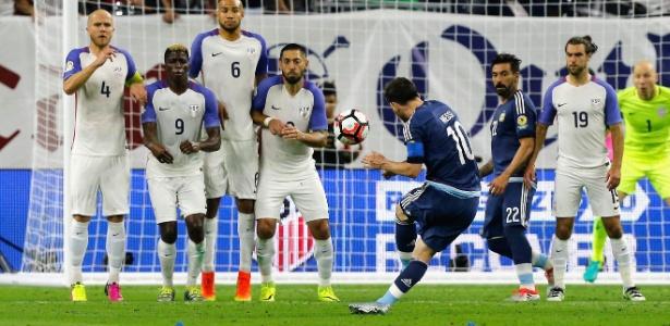 Com golaço de falta contra os EUA, Messi tornou-se o maior artilheiro do Argentina