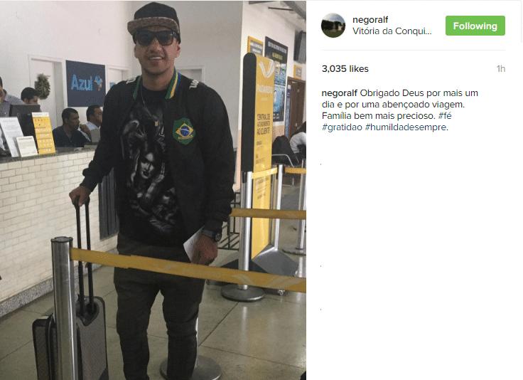 Ralf, ex-volante do Corinthians que atualmente está no futebol chinês, tem viajado bastante nas férias. Nesta foto, está em Aeroporto em Vitória da Conquista, na Bahia