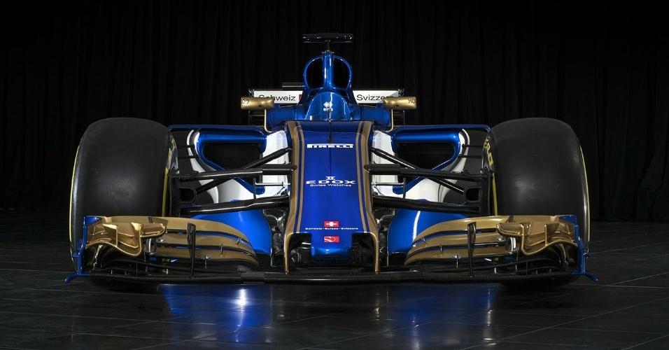 Visão frontal do novo carro da Sauber para a temporada 2017