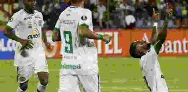 Luiz Antônio comemora gol da Chapecoense - Marco Bello/Reuters - Marco Bello/Reuters