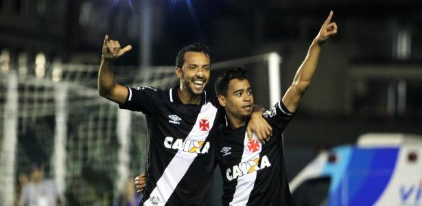 Nenê e Yago Pikachu comemoram o gol do Vasco diante do Avaí  - Paulo Fernandes / Flickr do Vasco