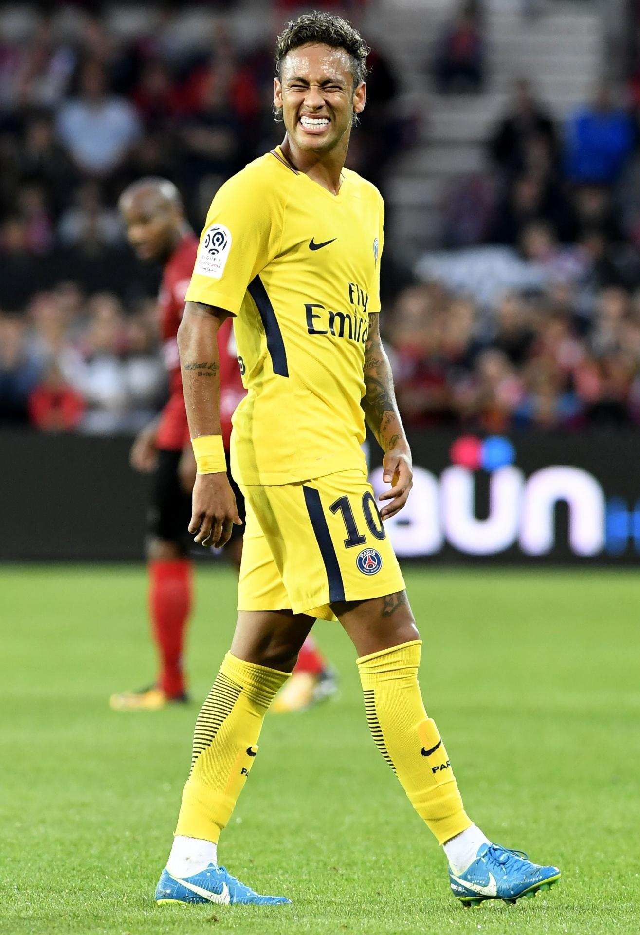 487798b6df6c9 PSG colocará em leilão uniforme usado por Neymar em estreia - 07 05 2018 -  UOL Esporte