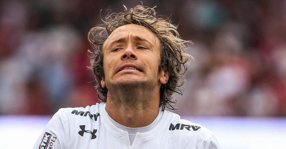 Diego Lugano, do São Paulo, em ação durante jogo contra o Bahia