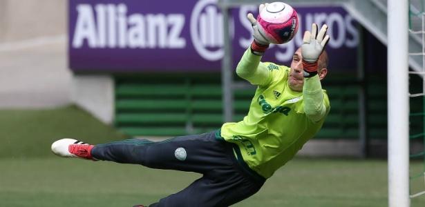 Fernando Prass treina na Academia de Futebol; goleiro perdeu titularidade