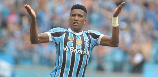 Cortez em ação pelo Grêmio contra o Internacional. Grêmio venceu por 3 a 0