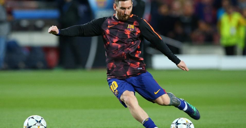 Messi aquece antes da partida começar
