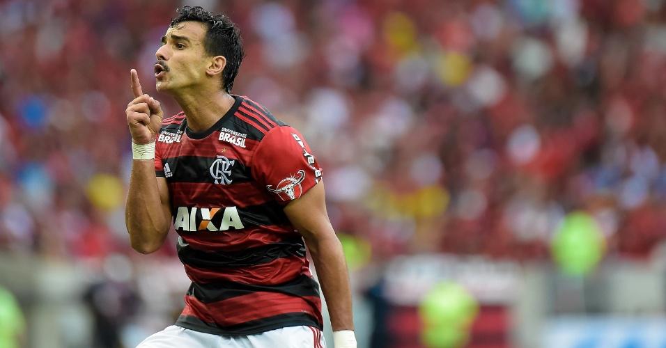 Henrique Dourado, do Flamengo, comemora gol contra o Cruzeiro pelo Brasileirão