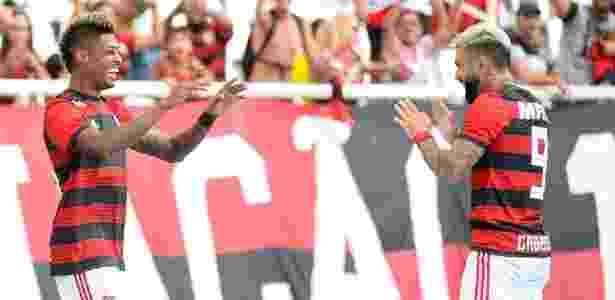 Bruno Henrique comemora com Gabigol após marcar pelo Flamengo sobre o Botafogo - Alexandre Vidal / Flamengo
