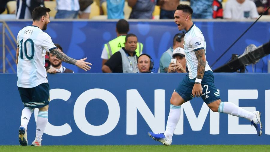 Lautaro Martínez e Messi podem ser companheiros de clube além da seleção - Pedro UGARTE / AFP