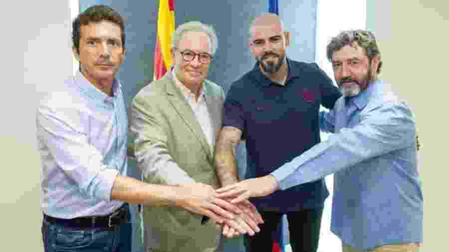 Victor Valdés foi apresentado como técnico nas categorias de base do Barcelona em julho - FC Barcelona/Divulgação