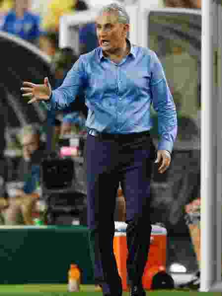 Tite, durante a partida entre a seleção brasileira e Colômbia - Michael Reaves/Getty Images