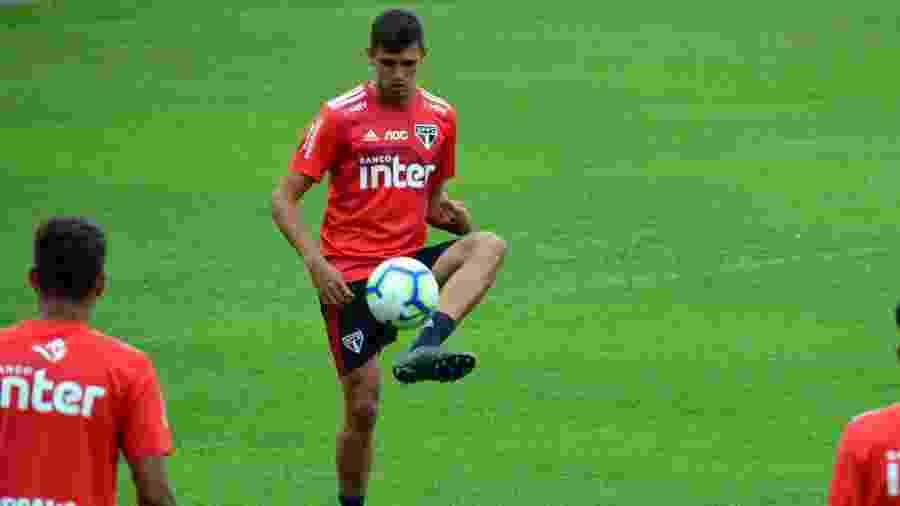Fasson, zagueiro do São Paulo, tem 18 anos e será relacionado para pegar o CSA - Erico Leonan/saopaulofc.net