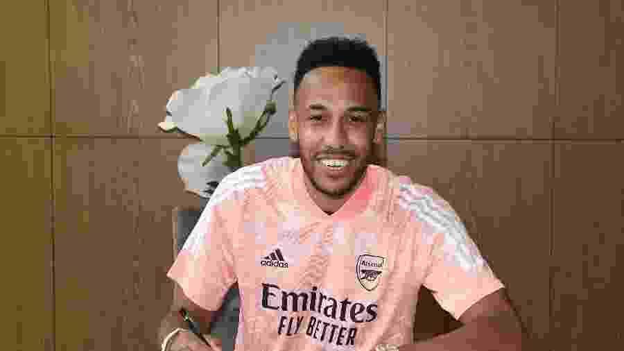 Pierre-Emerick Aubameyang renovou contrato com o Arsenal na semana passada; vínculo vai até 2023 - Stuart MacFarlane/Arsenal FC via Getty Images