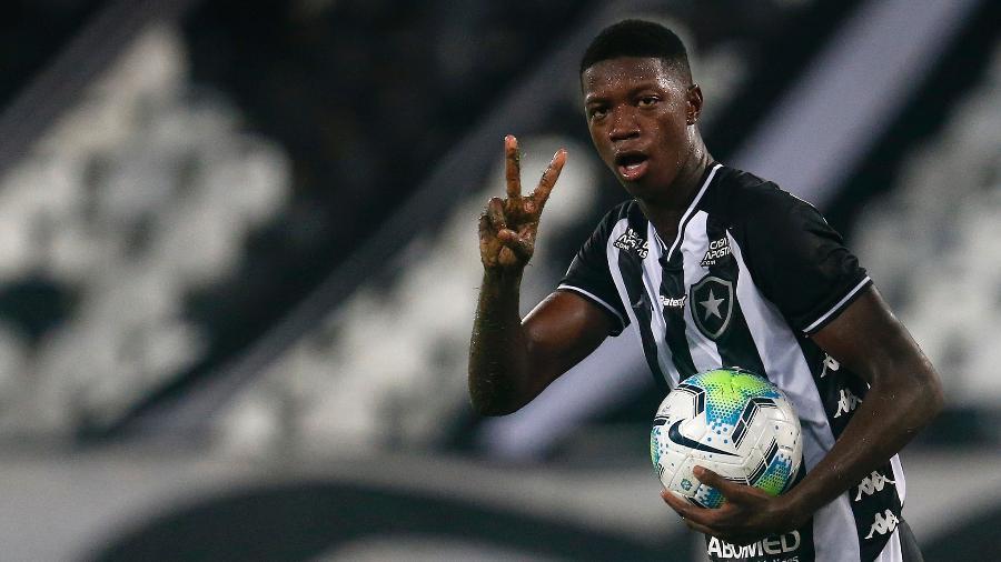 Além de Willian Bigode, Matheus Babi é alvo do Fluminense no mercado da bola para a Libertadores - Vitor Silva / Botafogo.
