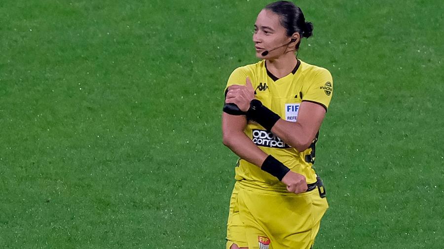 Árbitra Edina Alves Batista, no clássico entre Corinthians e Palmeiras - Marcello Zambrana/AGIF