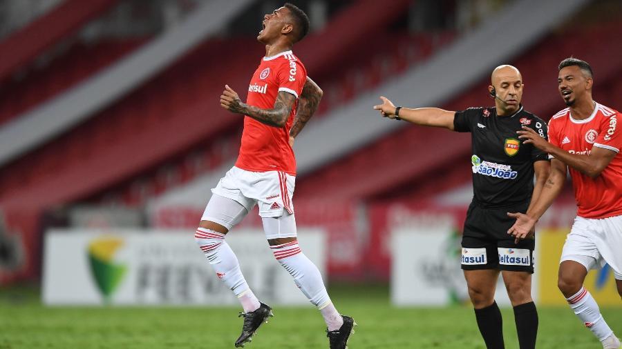 Zé Gabriel é titular do time, mas recebe cobranças da torcida por falhas - Ricardo Duarte/Inter