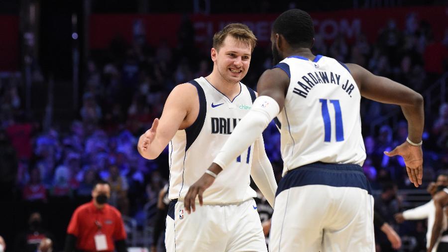 Luka Doncic e Tim Hardaway Jr., durante a partida entre Dallas Mavericks e Los Angeles Clippers - Juan Ocampo/NBAE via Getty Images