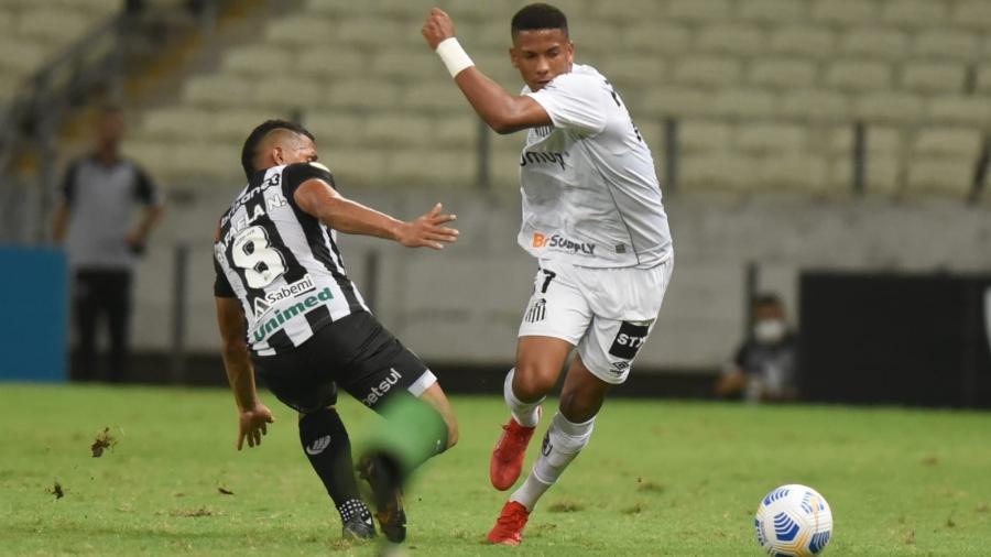 Ângelo em ação pelo Santos contra o Ceará - Ivan Storti