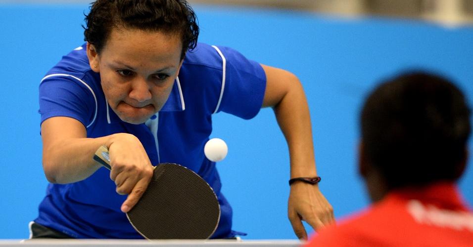 Ligia Silva durante partida do tênis de mesa feminino