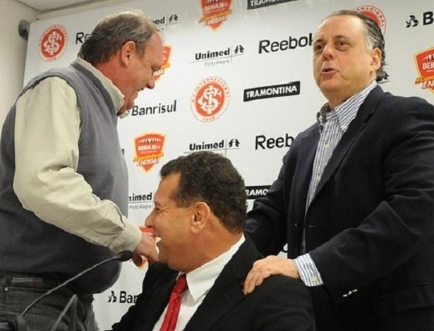 Celso Roth (centro) e Fernando Carvalho (dir) devem voltar ao Internacional