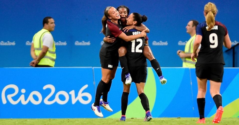 Norte-americanas comemoram empate diante da Colômbia
